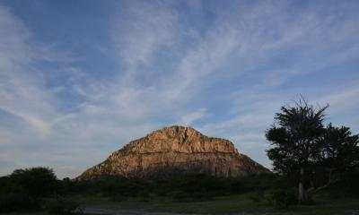 Fels Mann Tsodilo Hills bei Sonnenuntergang